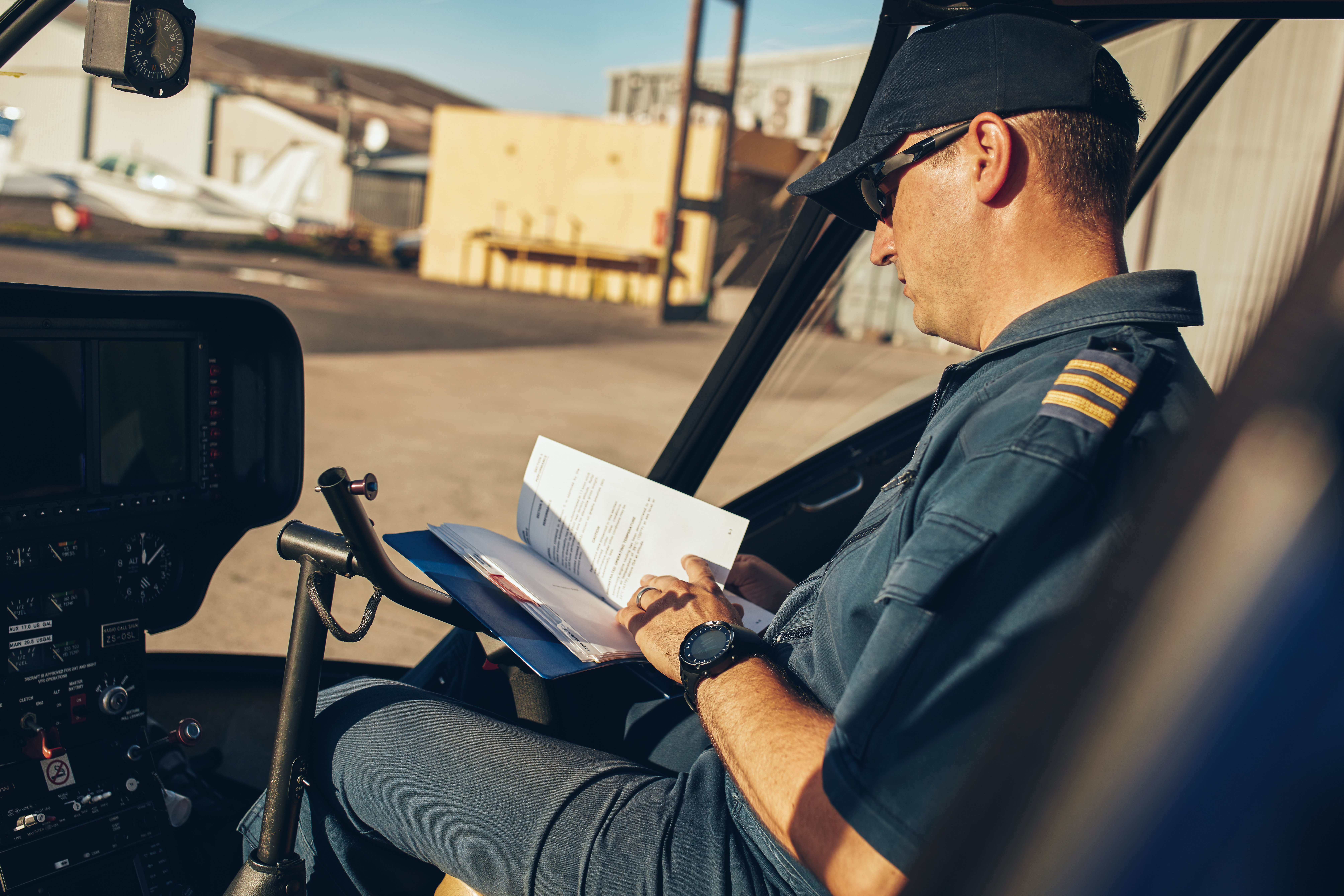 helicopter-pilot-reading-a-manual-book-PLEXH6J